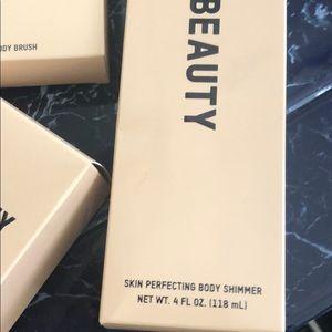 KKW Beauty Makeup - KKW set brush, body shimmer cream and face powder